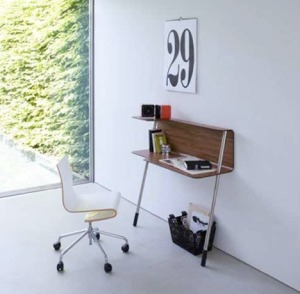 small-space-desk